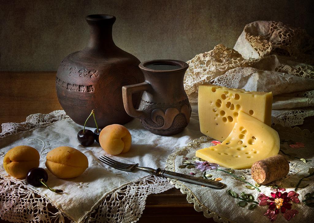 Винно-питейная зарисовка с сыром и абрикосами.