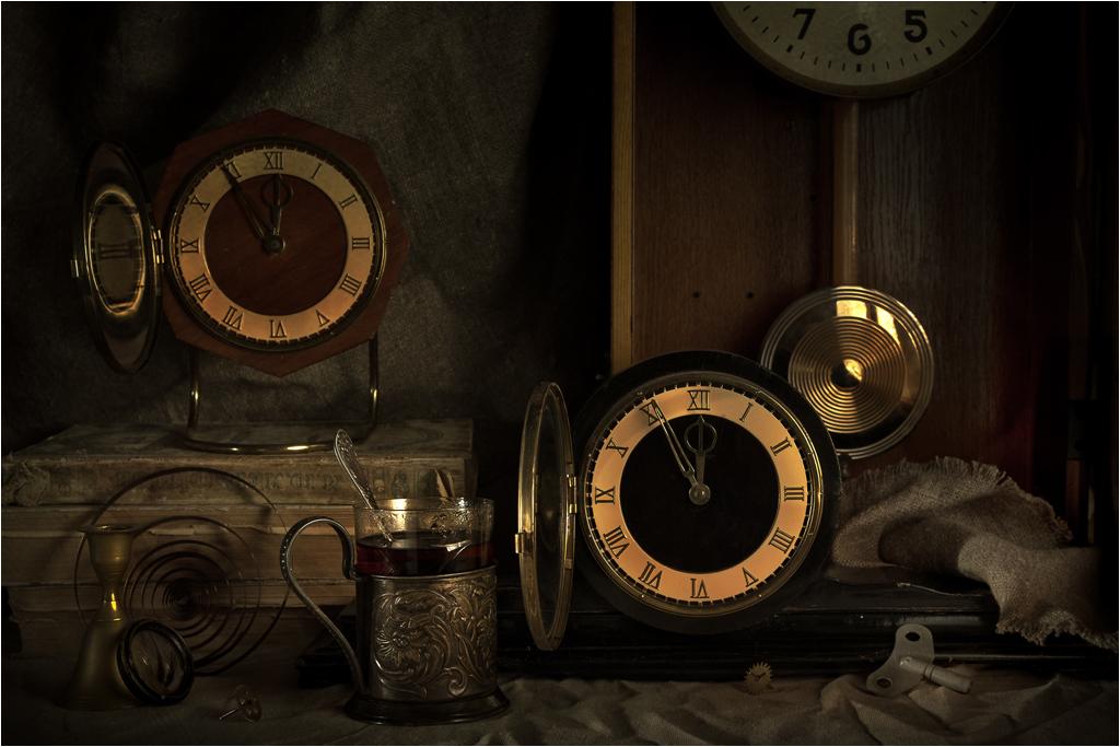 Еще идут старинные часы...