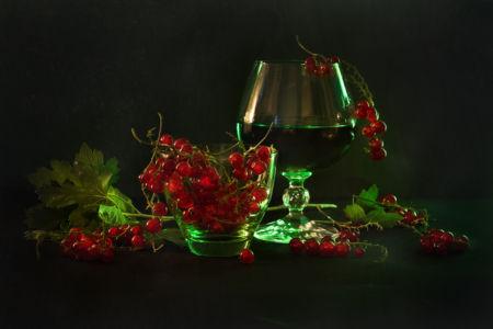 В красно-зеленых тонах